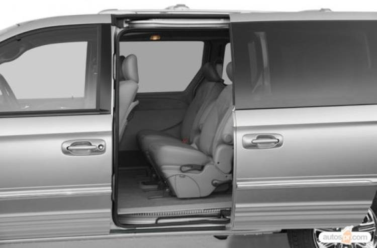 fotos del 2004 chrysler town and country im genes 2004 chrysler town and country en puerto. Black Bedroom Furniture Sets. Home Design Ideas